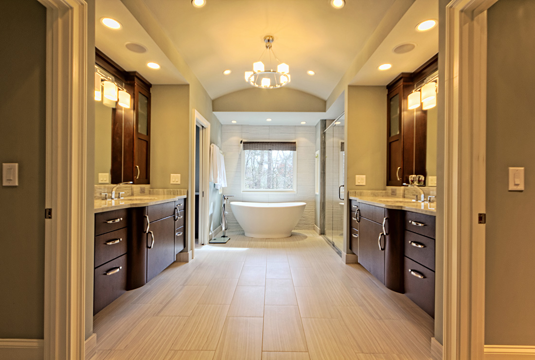 Contemporary Bathroom Design With A Horseshoe Bend Master Bath